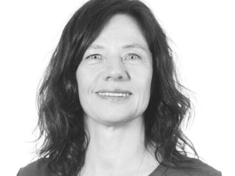 Les saken: Bente Lømo har disputert med sin doktorgradsavhandling om hvordan terapi hjelper menn som bruker vold i familien
